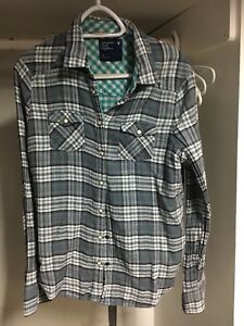 L (14) American Eagle Button Up