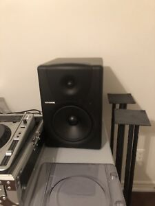 2 x Mackie MR8 Studio Monitors / Rane Serato SL3