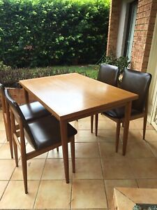 Mid Century Vintage Parker Fler style Dining Table & 4 Chairs