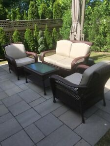 Amazing - 4 pc set with brand new cushions