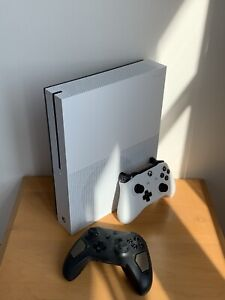 White Xbox One S 500GB w/ 2 controllers