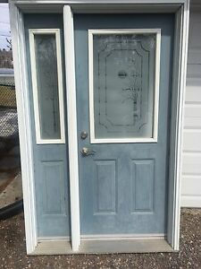 Entrance door with one side light
