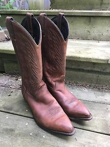 Cowboy boots ladies 7-7.5 in excellent condition