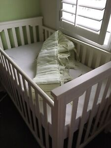 *MINT CONDITION* Organic Crib and Mattress