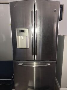 2 year old GE Profile Fridge with Water and Ice