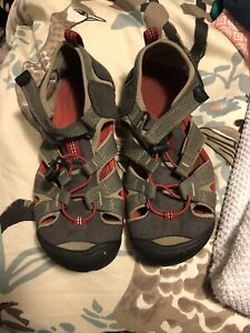 Youth kids Keen sandals size 3