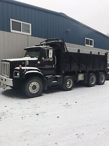 2001 international tri axle dump truck