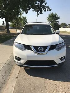 2014 Nissan Rogue with only 68,000 km!!!! PRICE REDUCED