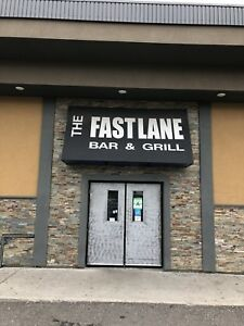 THe Fastlane Bar and Grill looking for bartender / waitress