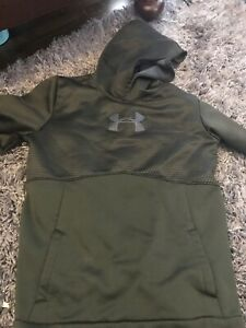 Boys Under armour shirts and sweatshirts
