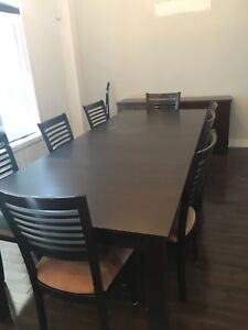 Wood table with chairs (pick up in lachenaie)