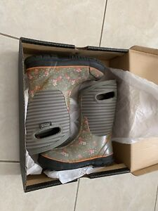 Girls BOGS Size 1 Winter Boots