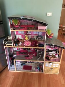 Doll house and kids toys