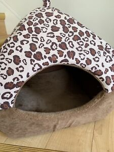 cat home, very clean,10cad