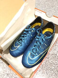 NIKE Mercurial kids soccer / football boots - size 3.5 US