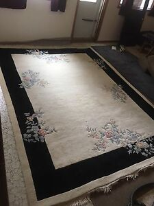 Hand woven wool Indian rug