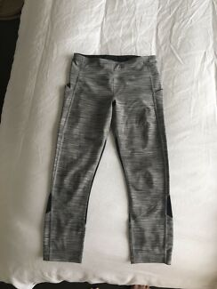 Lululemon tights leggings size 4 or 6 Canadian