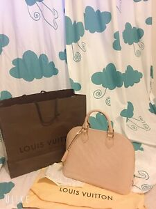 LOUIS VUITTON Vernis Alma PM Rose Angelique