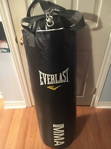 EVERLAST PUNCHING BAG WITH MMA GLOVES