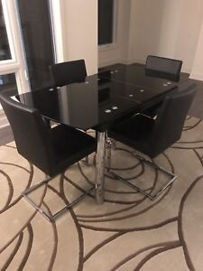 Perfect condition extendable dining table & chair set
