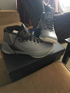 Curry 3's Size 10.5 *Never Worn*