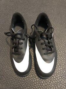 Nike Soccer Cleats, boys Sz 2