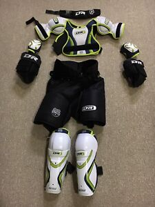 Complete set of kids hockey equipment - starter kit