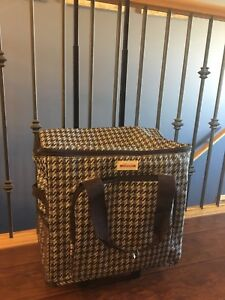 Carry bag on wheels for sewing machine/crafts