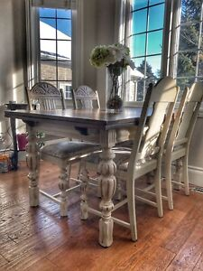 1920's solids wood dining table and 4 chairs