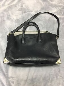 Pre loved items (bags, wallet)
