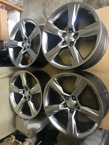 "Selling new 2017 OEM 20"" Camaro SS rims"