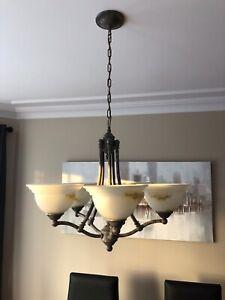 Lampe suspendu salle à manger et cage d'escalier