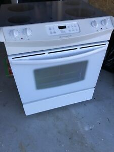 Frigidaire glasstop slide in stove/oven-CAN DELIVER