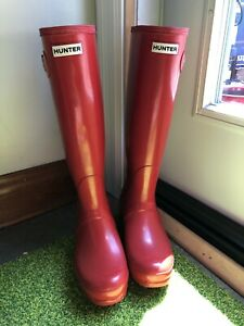 Size 8 Military red Hunter rubber boots in excellent condition