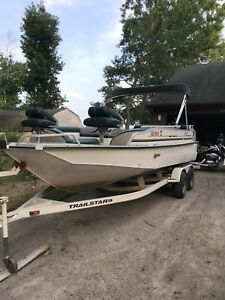 21' Suntracker Deckboat(1999) with 115 Merc and Trailer