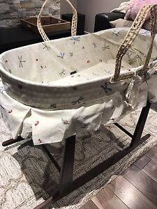 moise et support bercant / moses basket with rocking stand