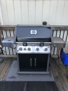 Napoleon Rogue SE 525 Natural Gas BBQ with Range Side Burner