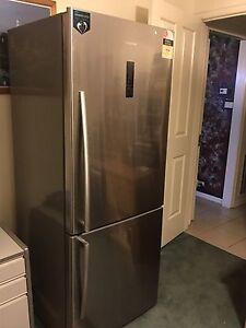 Hisense Fridge/Freezer, working great condition. Werribee Wyndham Area Preview