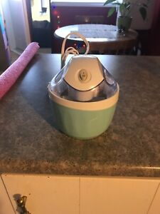 Nostalgia mini ice cream maker