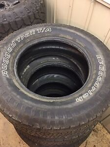 P275/60R18 BF Goodrich Rugged Trail T/A presque neuf/Almost new