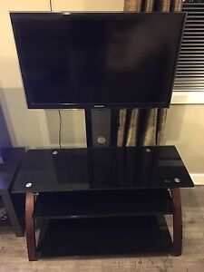 "LED Samsung 32"" with tv stand!"