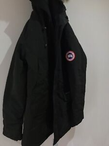SELLING A BRANDNEW CANADA GOOSE PARKA SIZE LARGE