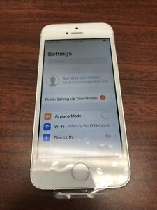Brand New Unlocked 32gb Silver Apple IPhone 5 SE running IOS 12
