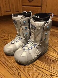 Snowboard boots - Ladies LTD size 9 like new condition