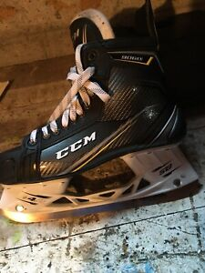 CCM TACKS 9060 Men's hockey skates