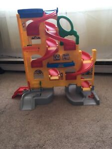 Fisher-Price Little People Wheelies Stand 'N Play Rampway toys