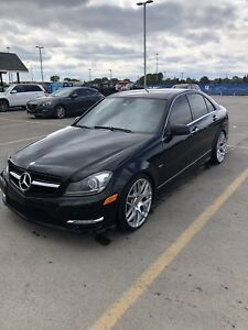 MERCEDES-BENZ C350 4 MATIC 2012 * AMG PACKAGE *