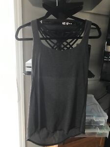 Lulu lemon tanks with bra