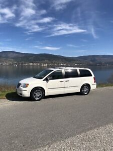 2008 town and Country Limited 1 Owner Fully Loaded