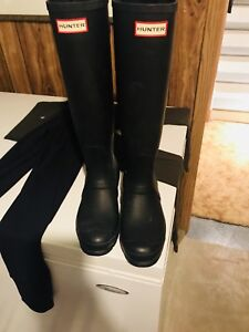 Hunter boots with 2 pairs of socks